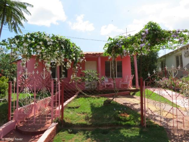 Pink house Vinales