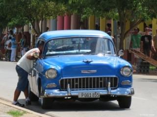 blue oldtimer Vinales Cuba