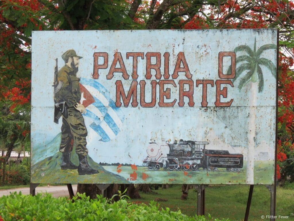 Fidel propaganda Cuba death homeland patria muerte