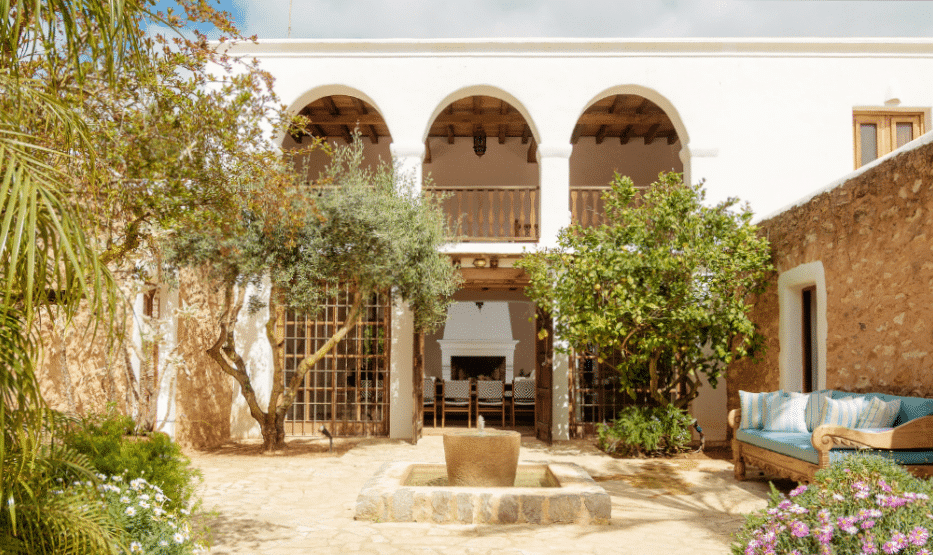 Hacienda Morna courtyard @ Morna Retreats Ibiza
