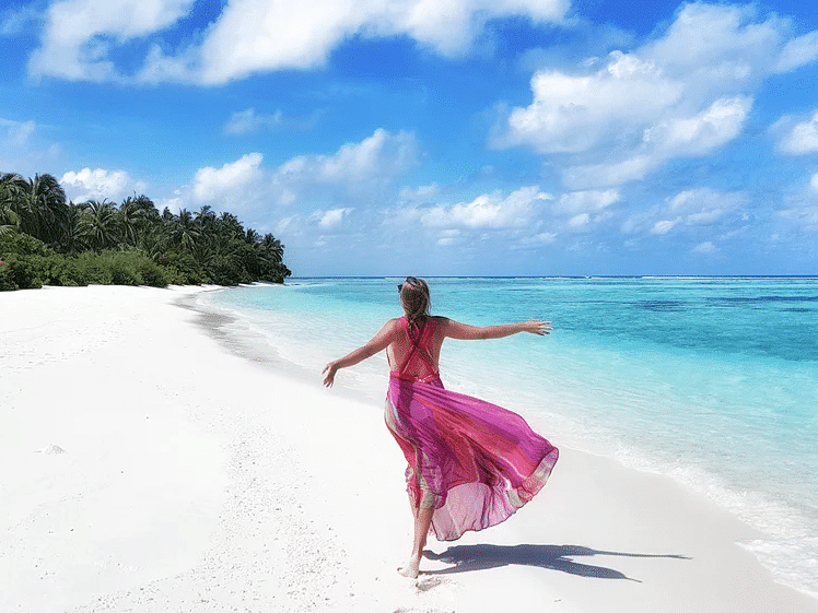 White sand, blue sea and a pink dress - Naomi loves it (and me too)