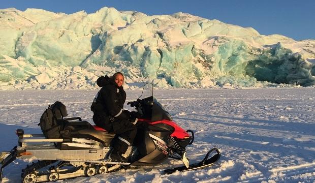 Floortje Dessing op weg naar Pyramiden, een Russisch dorp op Spitsbergen