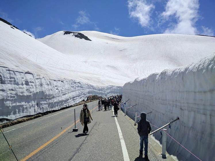 Sneeuwmuren van Mt Norikura bij Matsumoto