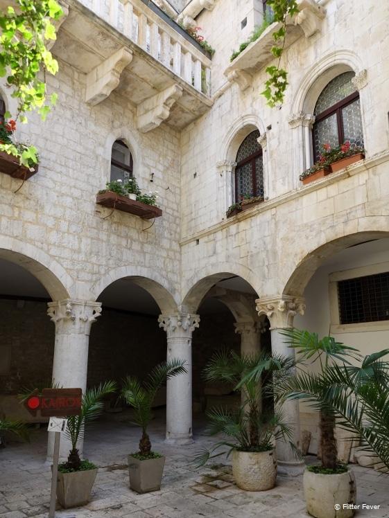 Trogir charming courtyard at Kairos