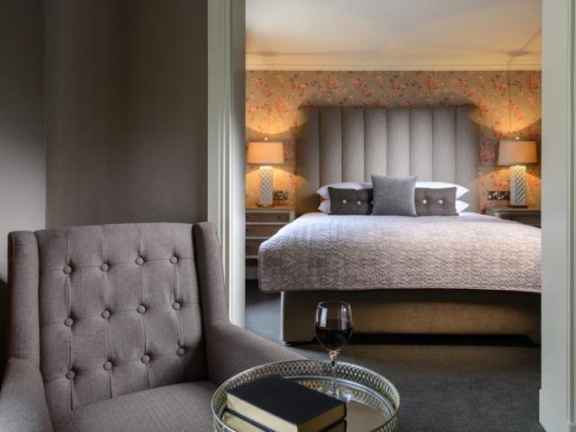 I love the syle of the Victoria House Hotel in Killarney