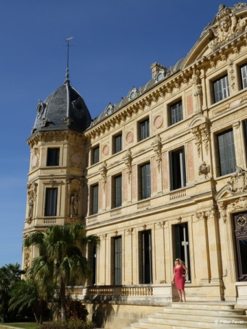 Admiring the beautiful Palacio Duque de Abrantes