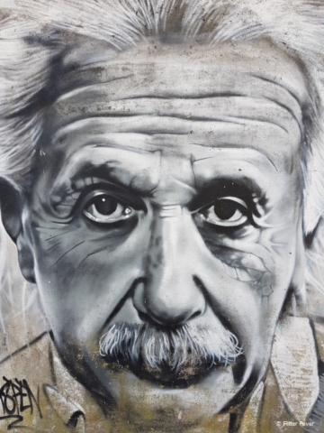 Meet Mr Einstein in Lisbon