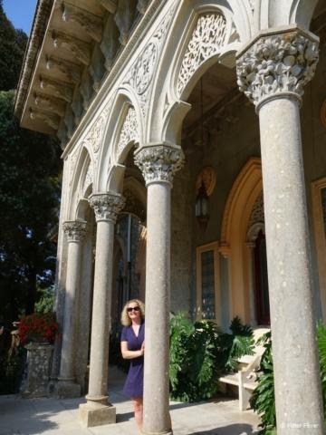 Monserrate Place pillars