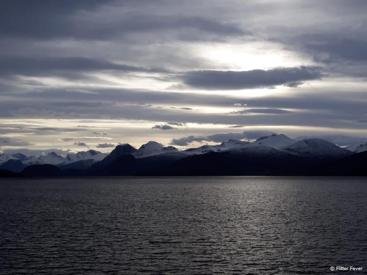 Besneeuwde fjorden nabij Trondheim