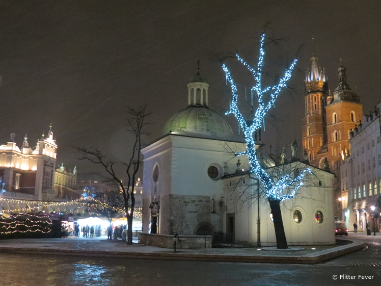 Snow is falling at Saint Adalbert Church, Rynek Główny