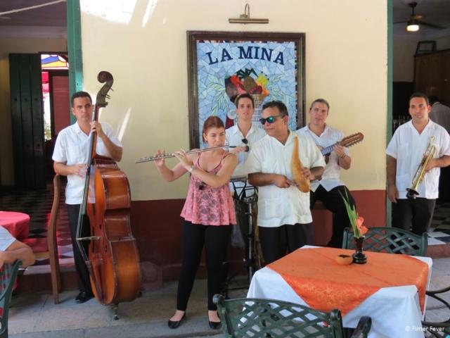 Musicians at Plaza de Armas, Havana