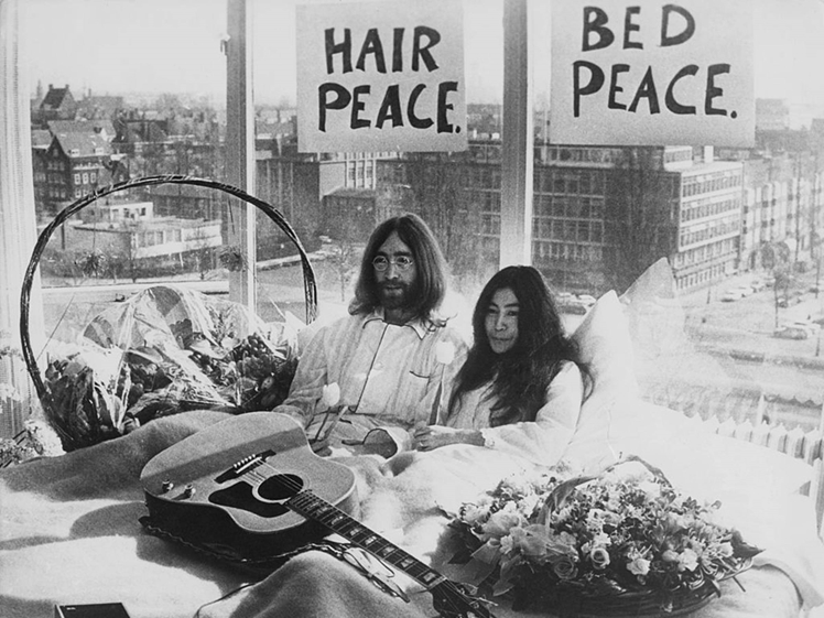 John Lennon and Yoko Ono in bed Hilton Amsterdam 1969