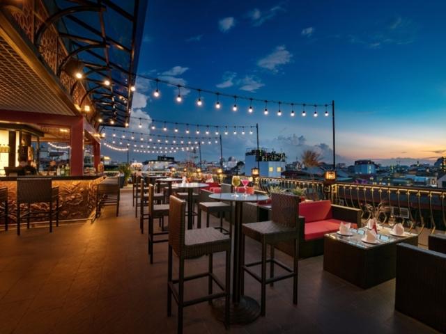 MK Rooftop bar Hanoi
