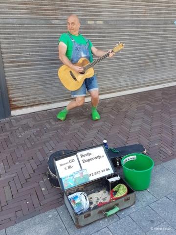 Bertje Doperwtje makes some noise in Alkmaar