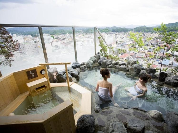 Ladies bathing at Takayama Ouan