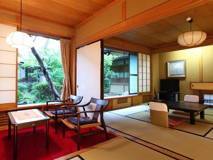 Room dividers open at Yudanaka Yumoto