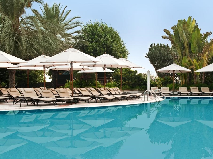 Hilton Jumeirah Beach pool Dubai UAE