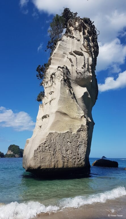 Rock in the water at Cathedral Cove beach (left side)