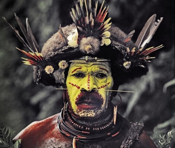 Huli Wigman in Papua New Guinea by Jimmy Nelson