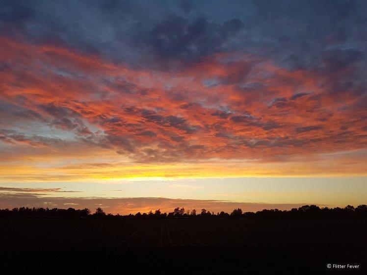 Kleurrijke zonsondergang in de Drentsche Aa