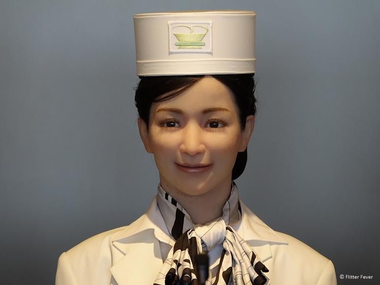 Vrouwelijke robot receptioniste Henn na Hotel Japan