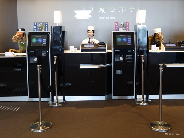 Henn na Hotel Huis ten Bosch reception desk robots