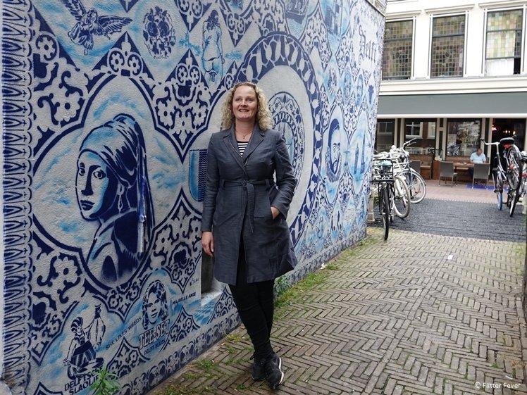 Bonte Ossteeg Delft Blue street art