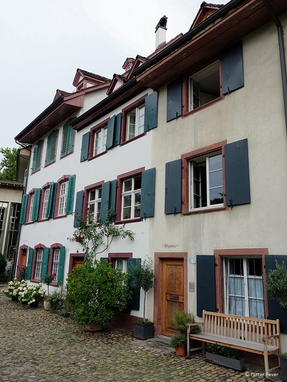I just cannot help falling in love with Basel houses