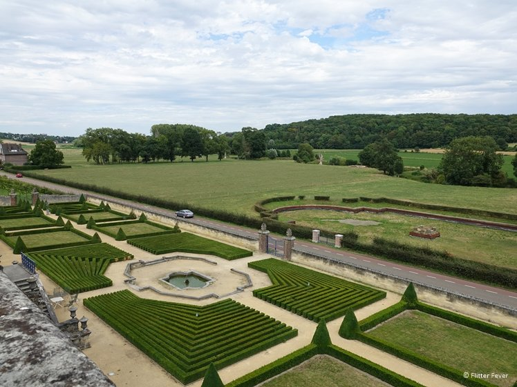 Chateau Neercanne castle garden bird view