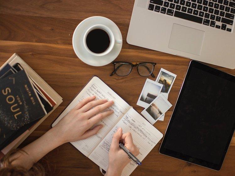Blogging (photo credits Thought Catalog)