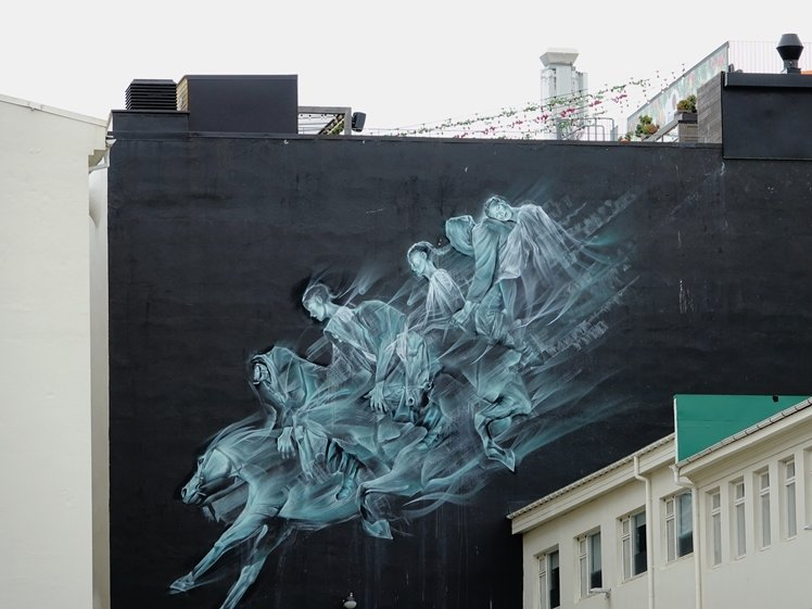 Three horses and fivee people mural behind Hverfisgallerí Reykjavik