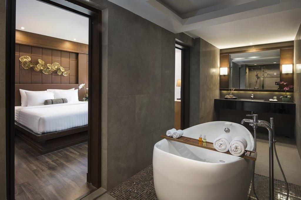 Casa Nithra Bangkok hotel ensuite bathroom