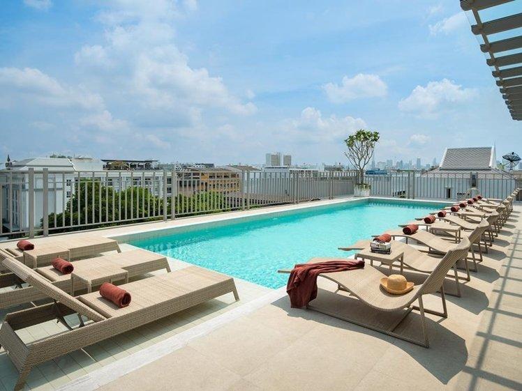 Fantastic sunny rooftop pool near Khao San Road