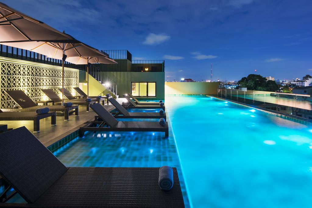 Chillax Heritage Bangkok hotel rooftop pool