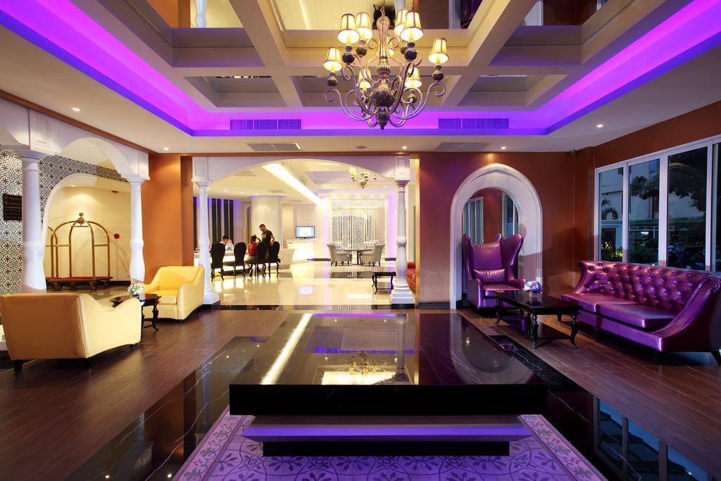 Chillax Resort Bangkok hotel lobby
