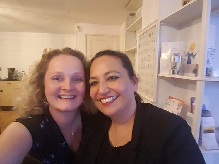 Claudia en ik in haar praktijk in Alkmaar (voor Corona)