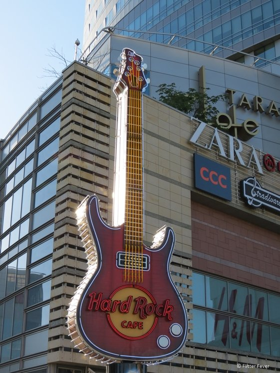 Hard Rock Cafe Warsaw guitar at shopping mall