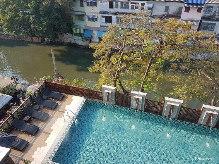 Nouvo City Hotel Bangkok pool by the river