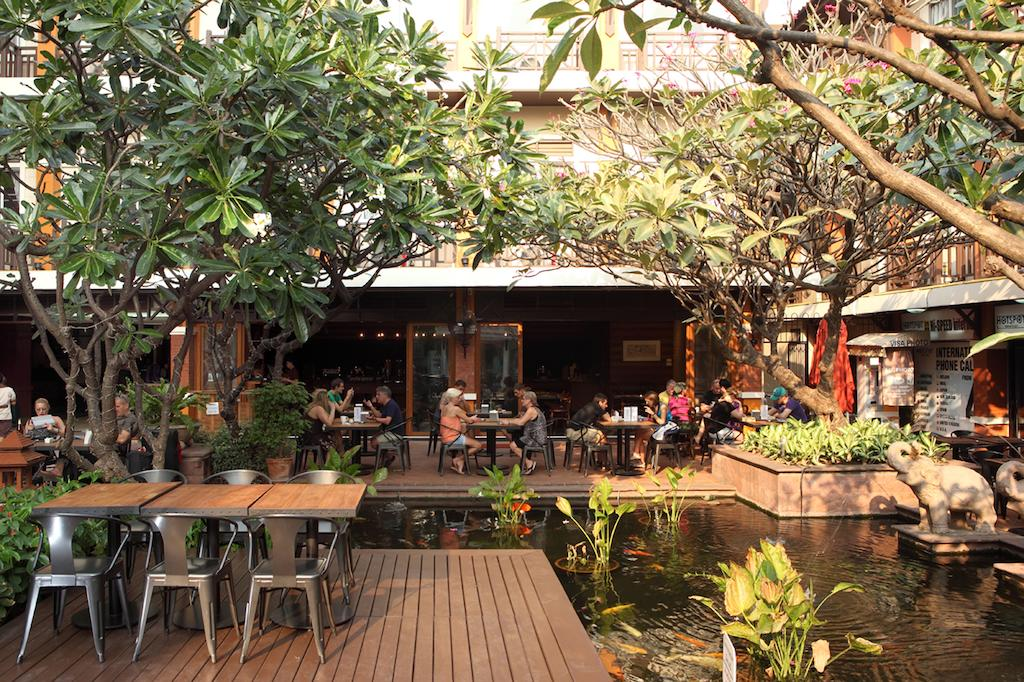 Rambuttri Village Plaza Bangkok restaurant terrace