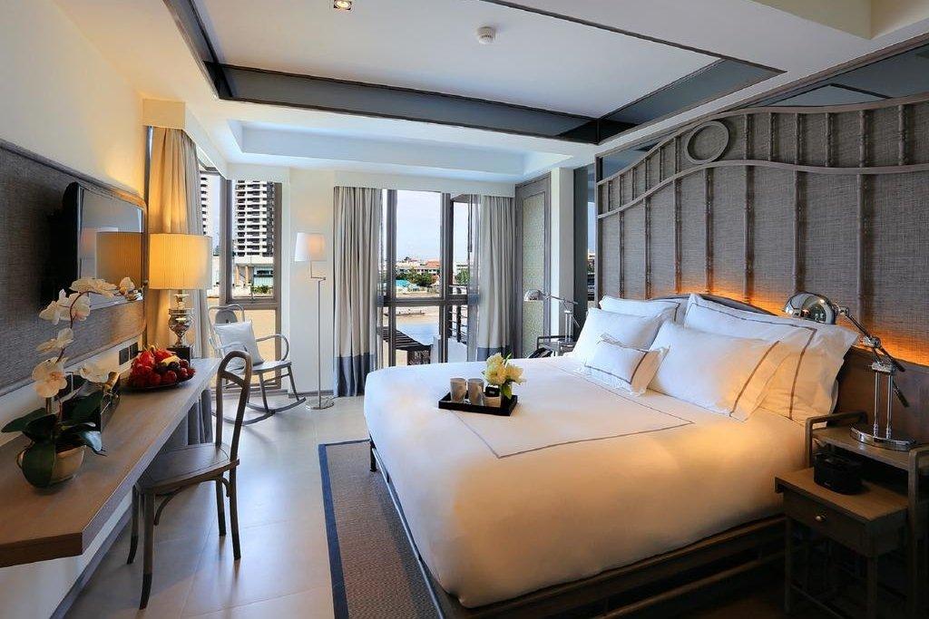 Riva Surya Bangkok hotel room