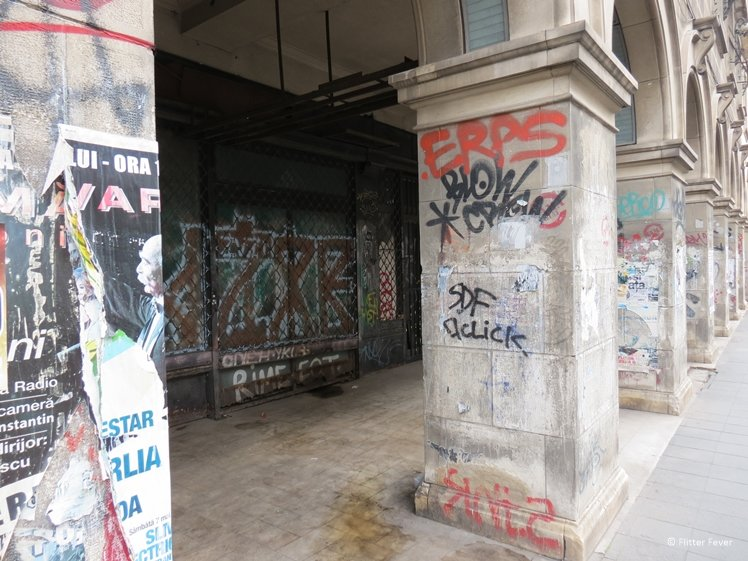 Ugly graffiti tags in Bucharest