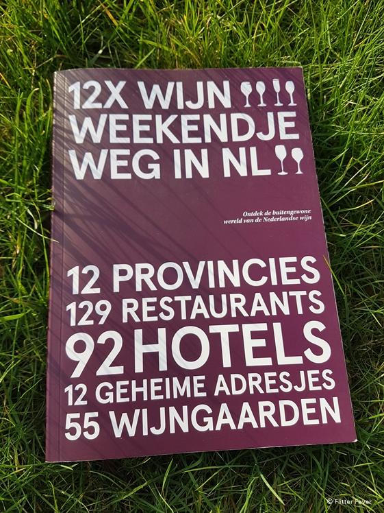 12X Wijn Weekendje Weg in NL in the grass