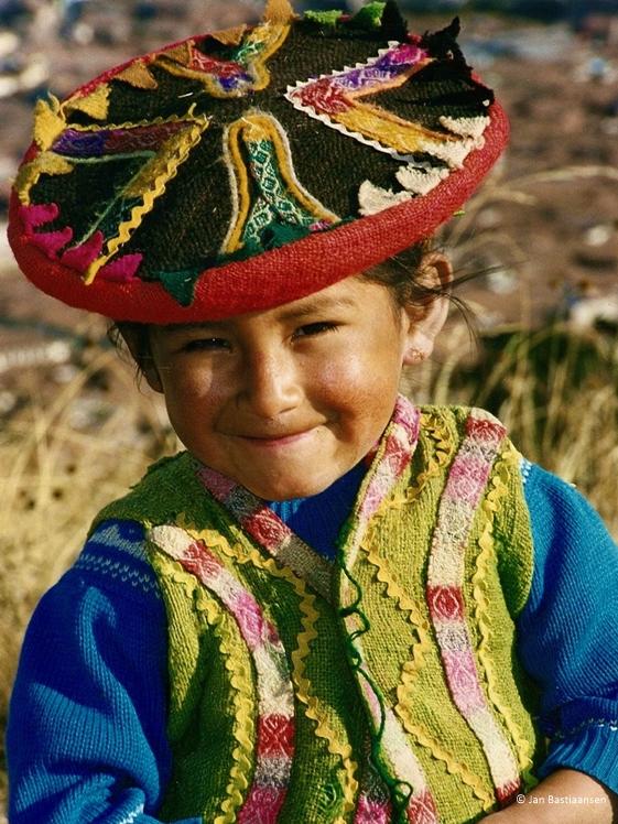 Cute kiddo in Peru door Jan Bastiaansen