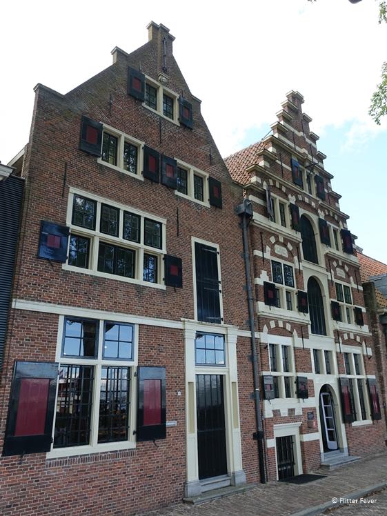Prachtige VOC panden aan de Wierdijk in Enkhuizen