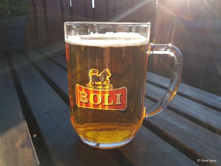 Boli bier op het terras van Kaffi Hornid in Hofn