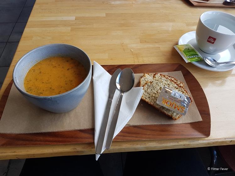 Soep als lunch bij Vid Voginn in Djúpivogur