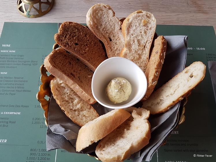 Vers brood met truffelboter en zeezout bij Nordic Restaurant in Seydisfjördur