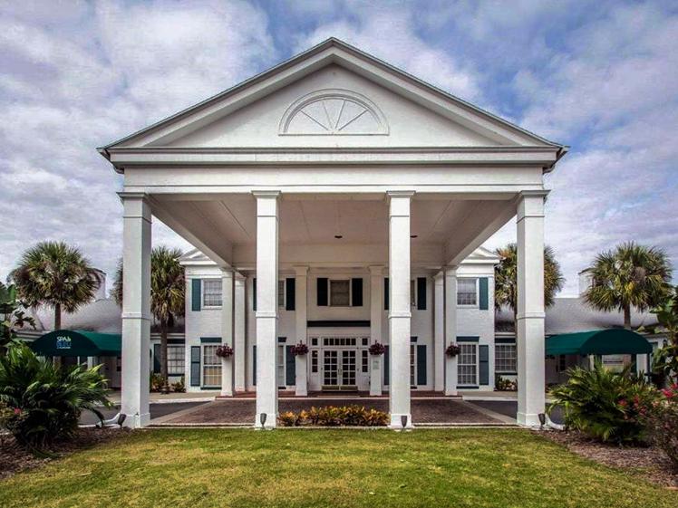 Former plantation hotel in Crystal River