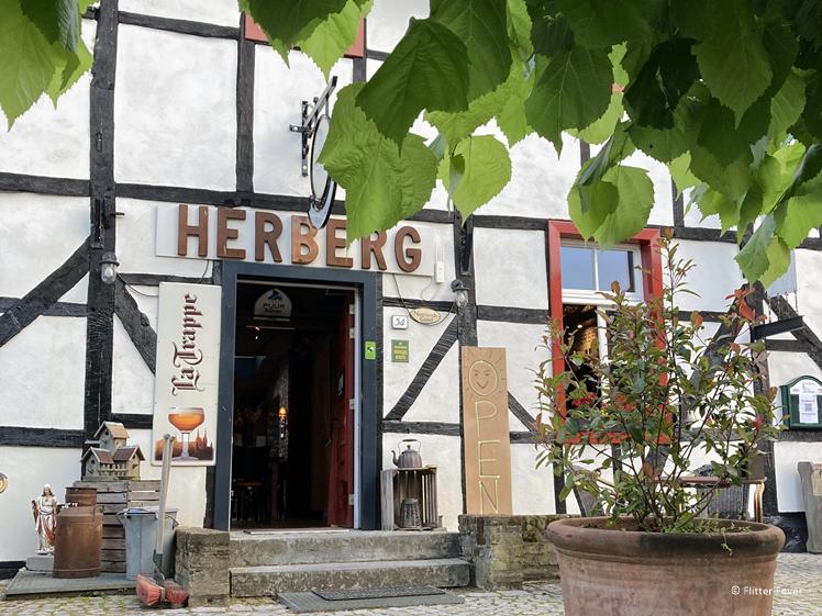 Entree Oud Holset in Lemiers