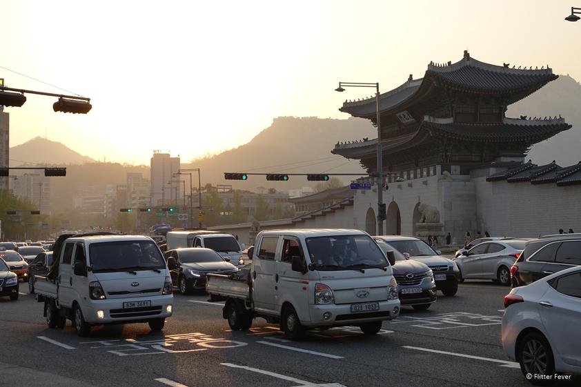 Avondspits in het centrum van Seoul met zonsondergang